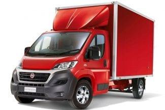 Červená skříňová dodávka Fiat Ducato 20m3
