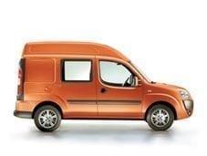 Červený pick-up Fiat Doblo cargo