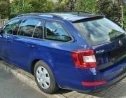 Modré auto Škoda Octavia combi