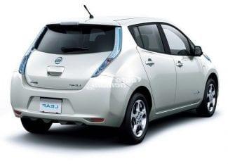 Bílé auto Nissan Leaf EV