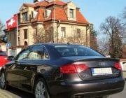 Černý auto Audi A4