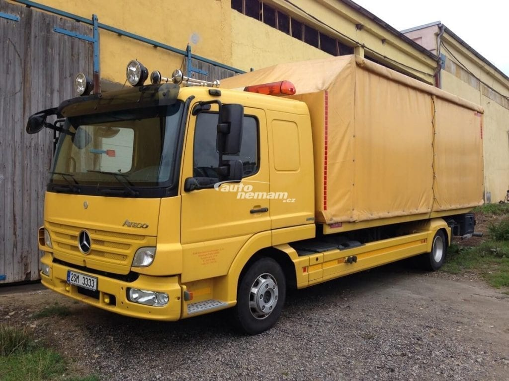Yelow tow truck Mercedes Atego